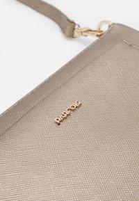 PARFOIS - CROSSBODY BAG FAME - Across body bag - silver - 4