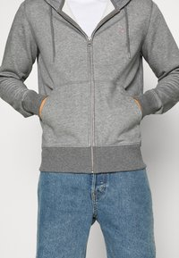 GANT - THE ORIGINAL FULL ZIP HOODIE - Zip-up hoodie - dark grey - 4