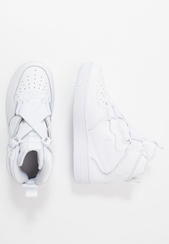 FORCE 1 HIGHNESS - Korkeavartiset tennarit - white