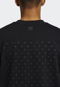 adidas Originals - PHARRELL TEE - T-shirt med print - black - 7