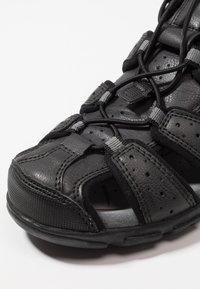 Geox - UOMO STRADA - Sandalias de senderismo - black - 5