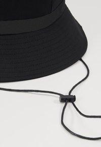Uncommon Souls - LOGO BUCKET HAT - Kapelusz - black/black - 4