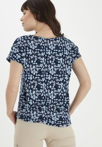Fransa - Print T-shirt - navy blazer mix - 2