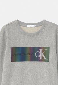 Calvin Klein Jeans - REFLECTIVE LOGO - Sweatshirts - grey - 2