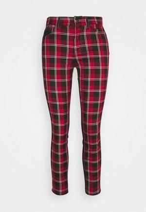 CHECK - Jeans slim fit - rojo