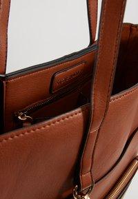 Steve Madden - BKIMMY SET - Tote bag - cognac - 4