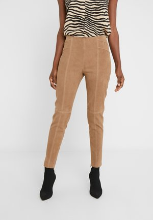 LUXURY SUMMER PANTS - Pantaloni di pelle - desert