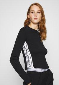 Calvin Klein Jeans - STRIPE LOGO - Jumper - black - 3