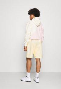 Nike Sportswear - CLUB - Shorts - coconut milk/coconut milk - 2