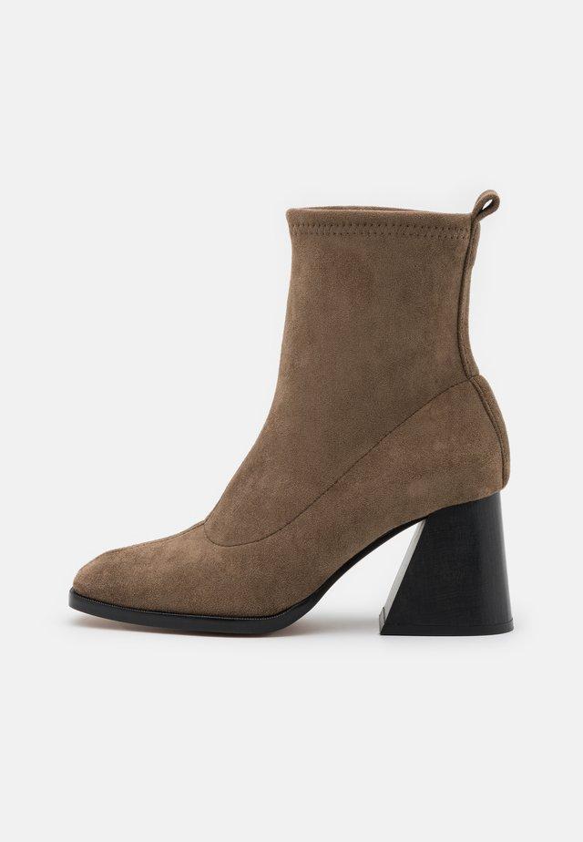 VEGAN GABRIELA - Kotníkové boty - taupe