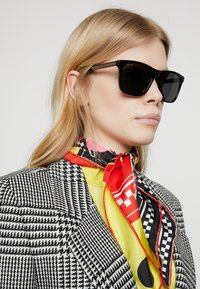 Gucci - Sunglasses - black/grey - 3