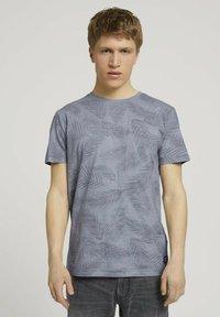 TOM TAILOR DENIM - MIT PALMENPRINT - Print T-shirt - anthra inside palm leaf print - 0