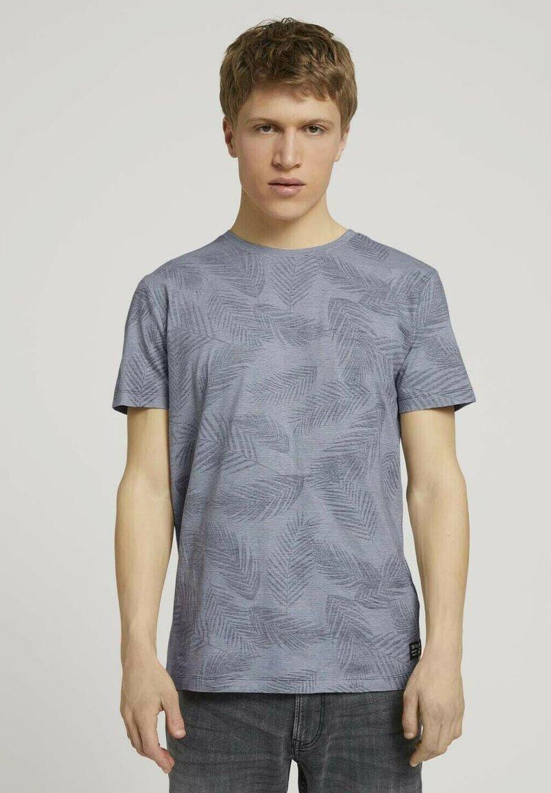 TOM TAILOR DENIM - MIT PALMENPRINT - Print T-shirt - anthra inside palm leaf print