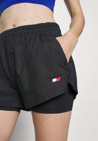 Tommy Hilfiger - SHORT 2-IN-1 - kurze Sporthose - black - 5