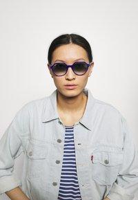 Ray-Ban - UNISEX - Sunglasses - vichy blu/white - 0