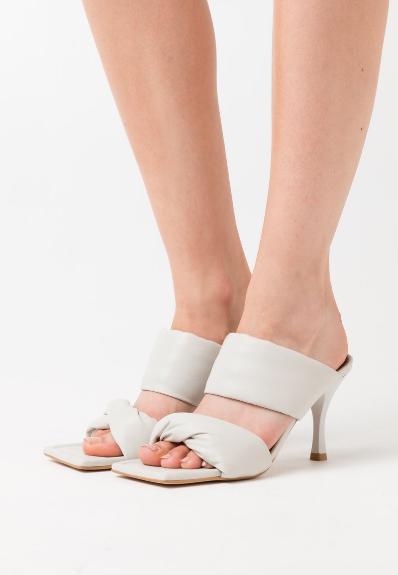 ALOHAS - TWIST STRAP - Heeled mules - white