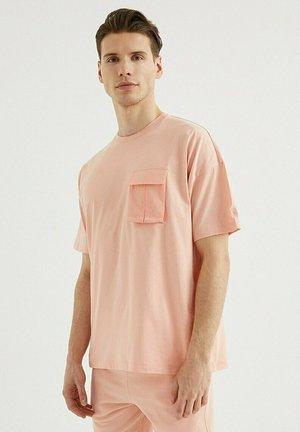 VITAL UTILITY - T-shirt basic - coral cloud