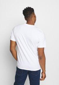 Nike Sportswear - TEE MANGA HYPEMAN - Print T-shirt - white - 2
