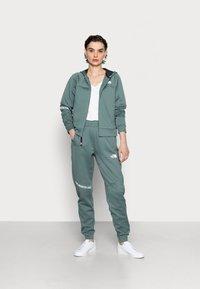 The North Face - PANT  - Pantaloni sportivi - balsam green - 1