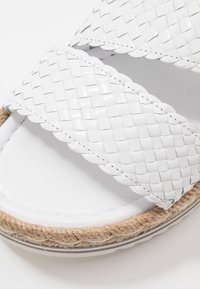 Pons Quintana - Platform sandals - blanco - 2
