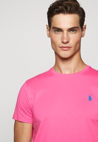 Polo Ralph Lauren - SHORT SLEEVE - T-shirt basic - blaze knockout pink - 3
