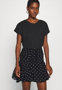 Guess - LUBIA - A-line skirt - black/white - 4