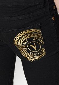 Versace Jeans Couture - RINSE - Jean slim - black - 6