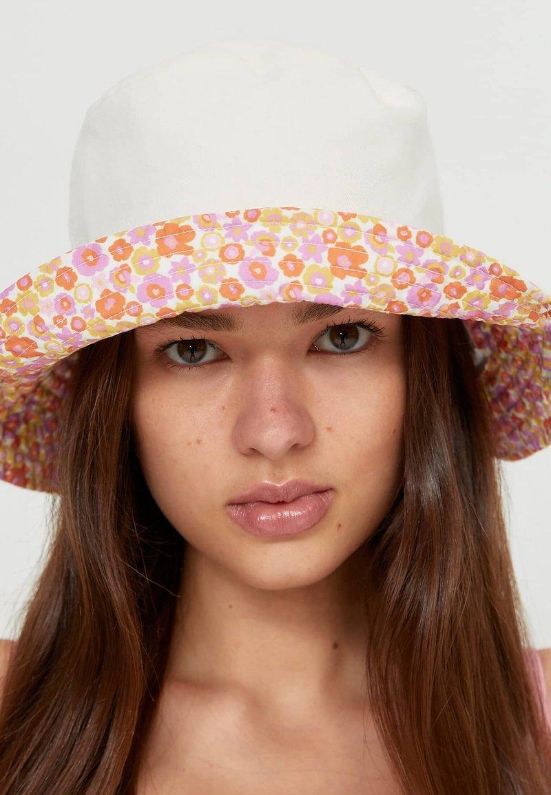 Stradivarius - Hat - pink
