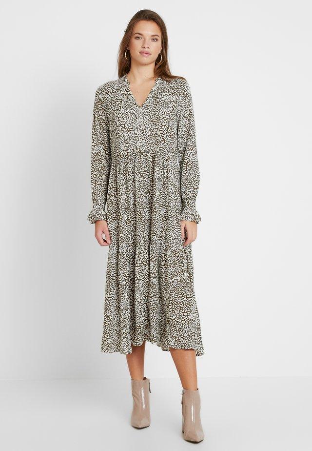 YASMILIA LONG DRESS - Robe chemise - beech/milia