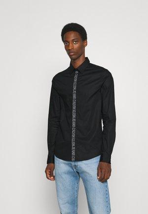 SHADOW LOGO TAPE SHIRT - Formal shirt - black