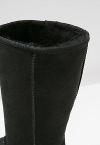 UGG - CLASSIC II - Vysoká obuv - black - 6