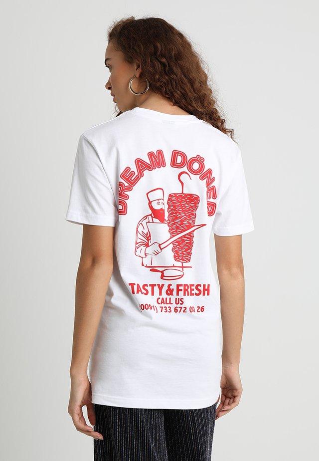 DREAM DÖNER - T-shirts med print - white