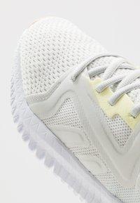 Reebok - REEBOK FLEXAGON 3.0 - Sportschoenen - trace grey/lemon glow/white - 5