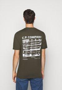 C.P. Company - SHORT SLEEVE - Triko spotiskem - ivy green - 2