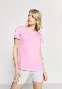 Hummel - GO WOMAN - T-shirts med print - candy - 0