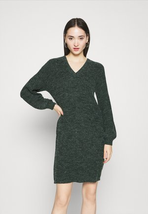 NOVO DRESS - Strikket kjole - darkest spruce