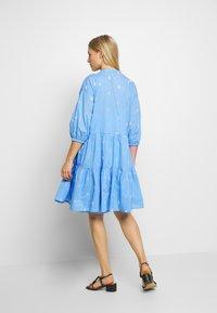 Culture - CUNALA DRESS - Blusenkleid - powder blue - 2