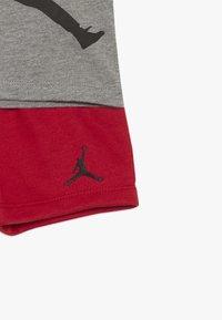 Jordan - JUMPMAN AIR SHORT SET - Urheilushortsit - gym red - 4