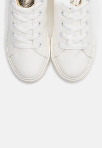 Dorothy Perkins Wide Fit - WIDE FIT INKY BACK TAB SPORT - Sneakers laag - gold - 5