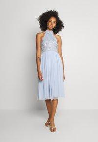 Lace & Beads - MAISY MIDI - Koktejlové šaty/ šaty na párty - light blue - 0
