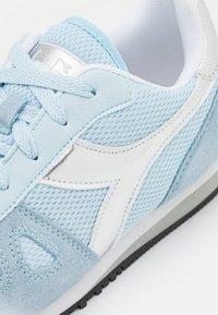Diadora - SIMPLE RUN GIRL - Sports shoes - starlight blue - 5