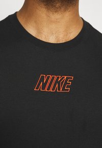 Nike Performance - TEE - T-shirts print - black - 3