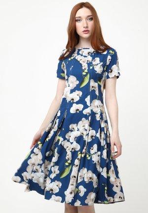 KRISTI - Day dress - blau, hellbraun