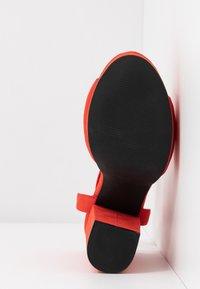 Vero Moda - VMCLOVER  - Sandály na vysokém podpatku - aurora red - 6