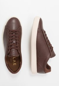 Clae - BRADLEY VEGAN - Sneakers basse - brown - 1