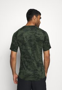 Nike Performance - SLIM  - Camiseta estampada - medium olive/white