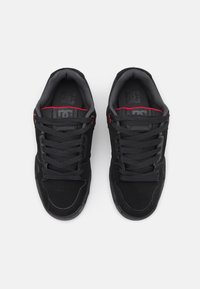 DC Shoes - STAG UNISEX - Skate shoes - black/grey/red - 3