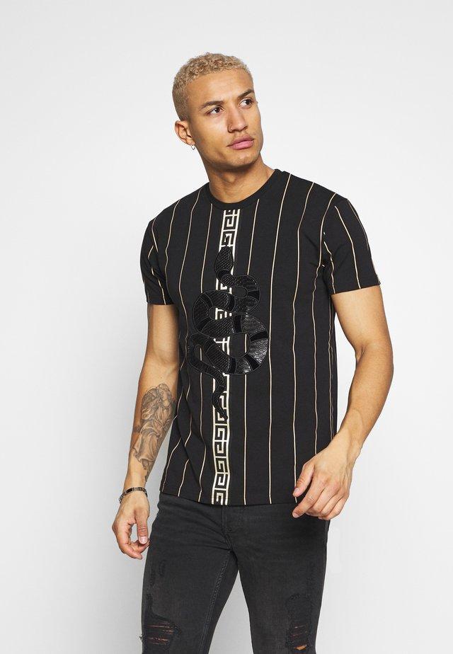 LUCHESSE - Camiseta estampada - black