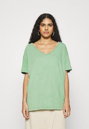 WEB ONLY  V NECK TEE - T-shirt basic - green mission