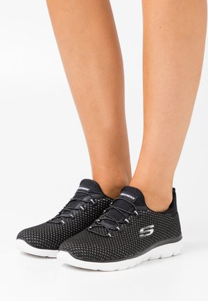 SUMMITS - Sneakers laag - black/silver